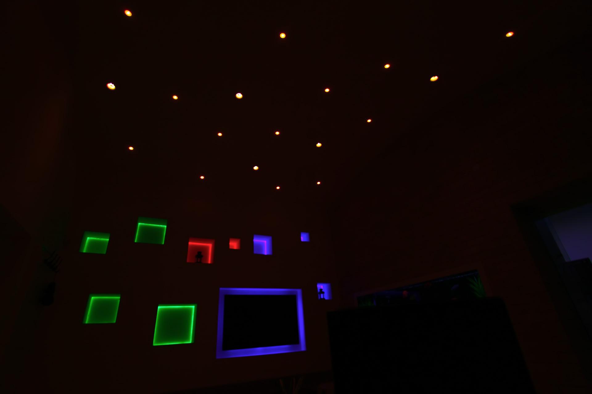 مكتبنا في الظلام
